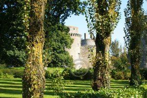 kasteelruine; kasteel Hunaudaye; Bretagne; Frankrijk