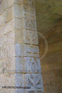 Hunaudaye; kasteel Hunaudaye; kasteelruine; ruine; Bretagne, Frankrijk; runen; bewerkte boog