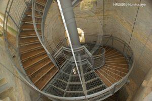 Wenteltrap; Hunaudaye; kasteel Hunaudaye; trap in ruine; Bretagne, Frankrijk
