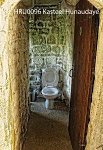 Hunaudaye; kasteel; kasteelruine; ruine Bretagne; kasteel Frankrijk; wc in ruine