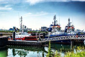 Havensleepboten; sleepboten Rozenburg; aangemeerde havensleepboten